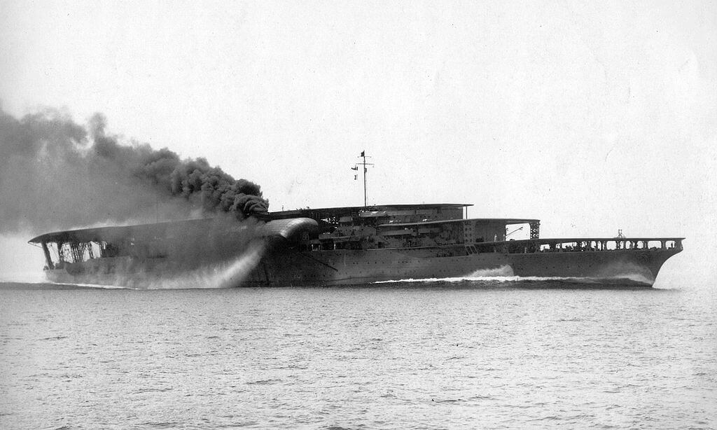 赤城【航空母艦】<br><font size=5%>AKAGI【Aircraft carrier】</font>